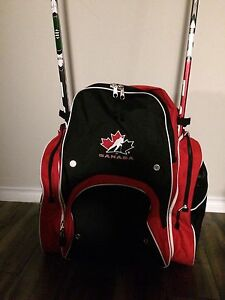 New Canada hockey Bag with carrying straps and stick inserts