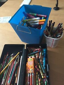 Lot crayon de cire, bois et feutre