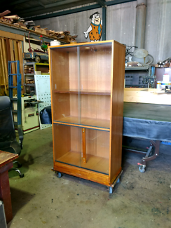 Display cabinet with glass