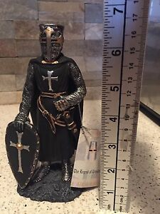 golden future 3558 the legend of the crusaders figurine