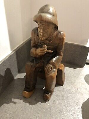 Vintage 25.5 Cm Carved Wooden Figure Of A Seated Man Smoking His Pipe