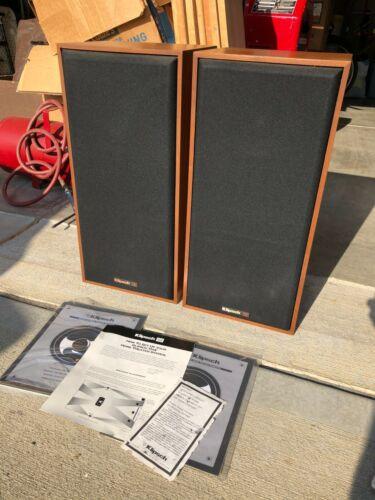 """Klipsch Speakers KT-LCR Walnut Oil THX Exe Cond. x2 Vintage 1994 6.5"""" Midbass"""