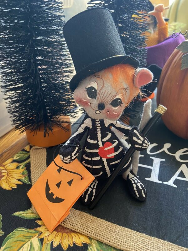 """VTG HALLOWEEN 1999 ANNALEE 7"""" SKELETON MAGICIAN MOUSE TOP HAT DOLL W/ TREAT BAG"""
