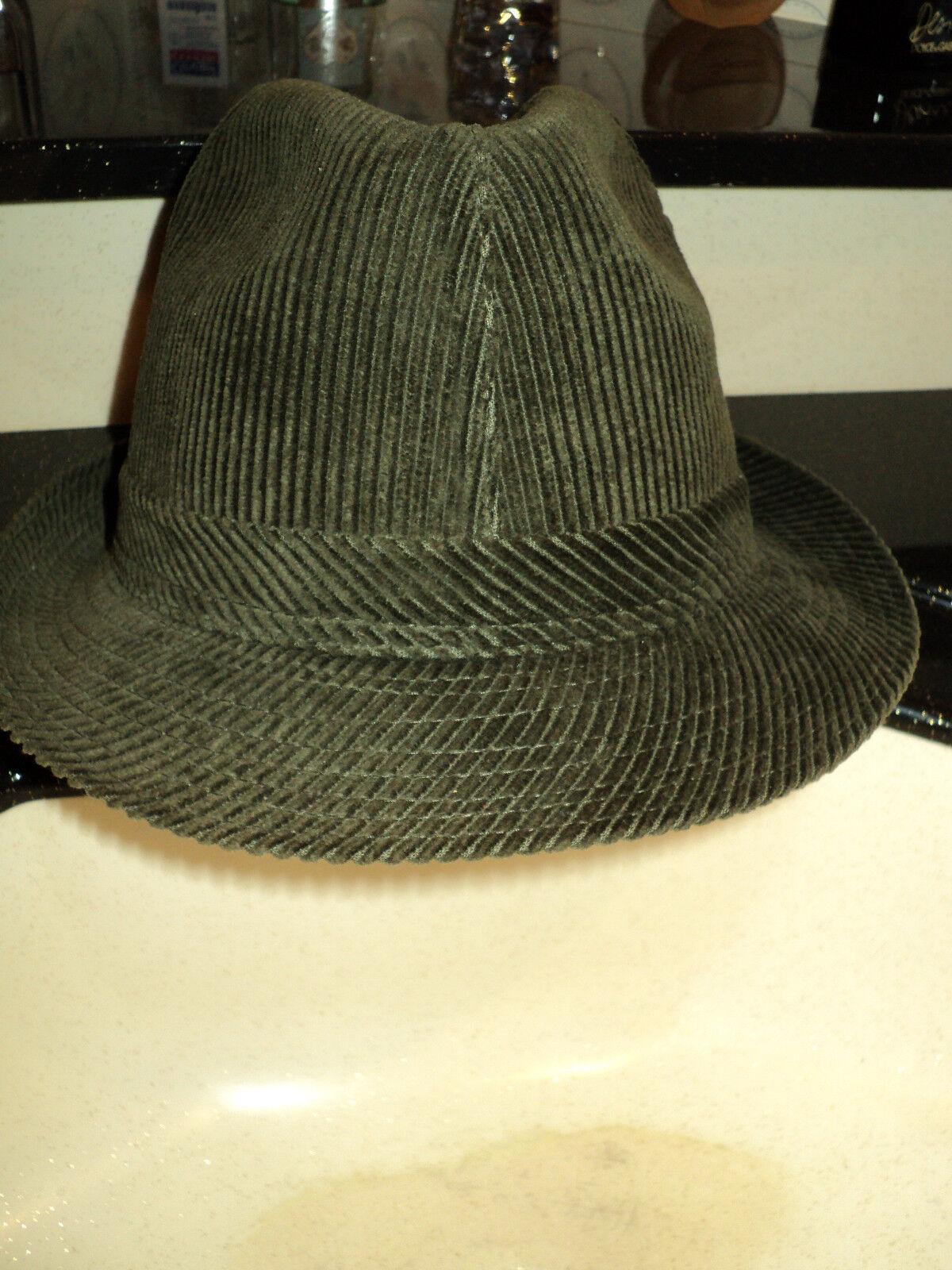 Chapeau en velours taille 59 neuf