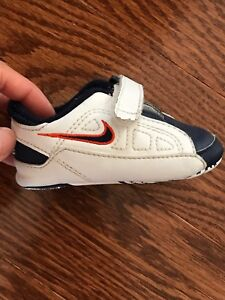 NIKE baby shoes size: 3