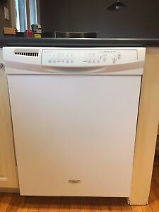 Whirlpool dishwasher 4-5 yrs use once a week. Asking 300.00  London Ontario image 1