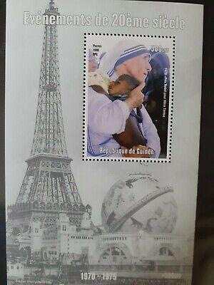 T134 Bloc feuillet GUINEE 1998 PARIS TOUR EIFFEL Mère Térésa NOBEL 500GNF MNH