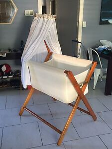 Mothers choice coco bassinet Sandy Beach Coffs Harbour Area Preview