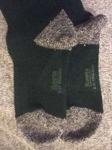 ROOTS Youth Socks - 2 Pairs - Brand New with Roots Box