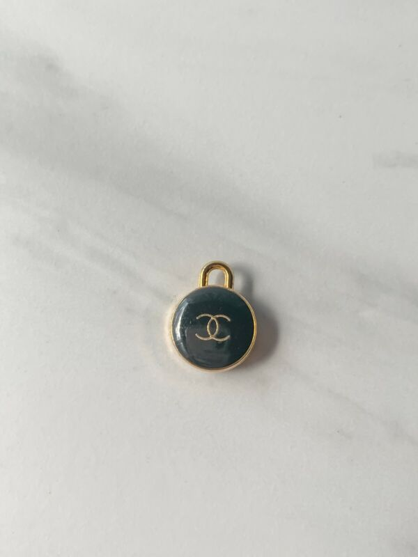 1 Chanel Charms Black 15mm