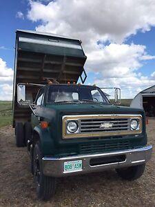 1981 Chevrolet 3 ton grain truck