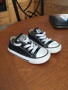 Toddler Converse shoes size 6