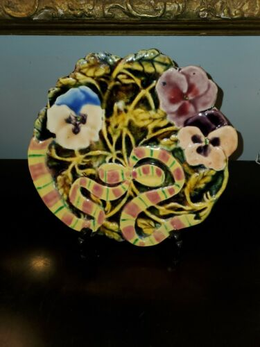 """Majolica plate with flower and ribbon motif. 8.5"""" dia"""