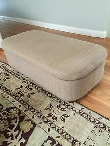 Oval ottoman Northbridge Willoughby Area Preview