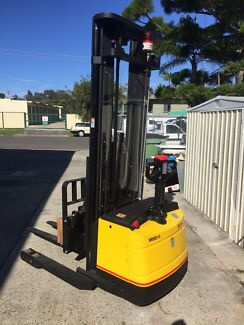 Electric Walkie Reach Stacker (Not Crown) Moffat Beach Caloundra Area Preview