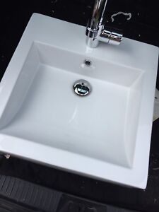 Bathroom sink with Grohe faucet