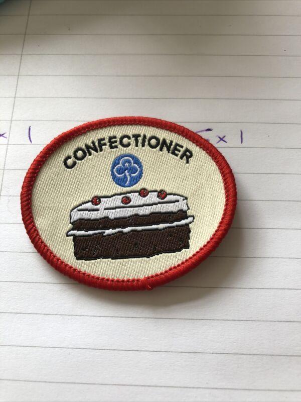 GirlGuiding Guide Obsolete Interest Badge - Confectioner (3989)