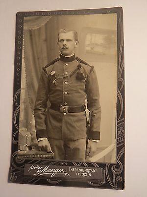 Theresienstadt - Terezin - stehender Soldat in Uniform mit Trillerpfeife / CDV