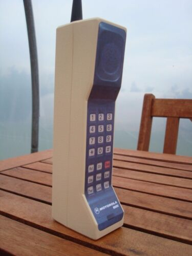 Toy 1980s Style Vintage Brick Cell / Mobile Phone Prop - Motorola DynaTAC 8000x