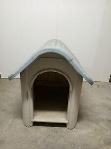Plastic dog kennel PENDING PICK UP