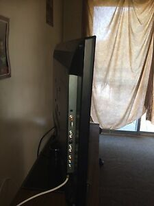 "32"" Flatscreen TV HD 2 weeks old Windsor Region Ontario image 3"