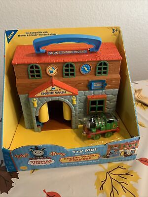 Thomas The Train Sodor Engine Works and Engine Wash Building Take n Play set New