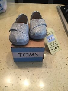 Brand new Toms size 3