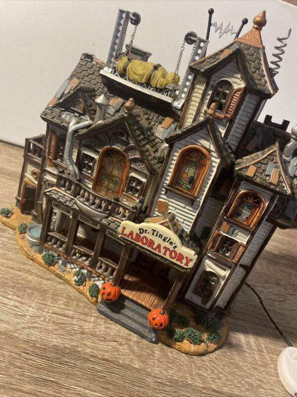 RETIRED LEMAX SPOOKY TOWN DR TINGLE'S LABORATORY Lighted house 2000 Halloween