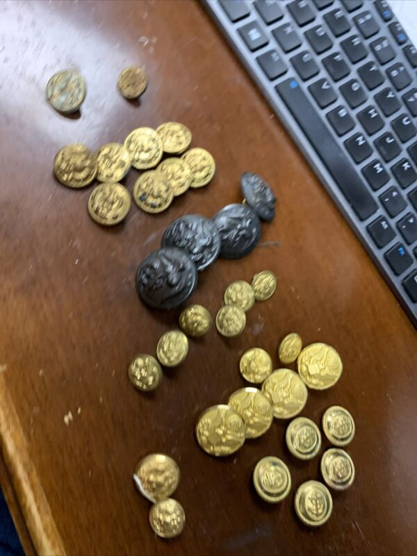 WWI WWII Navy Army Marine Corps Buttons Lot