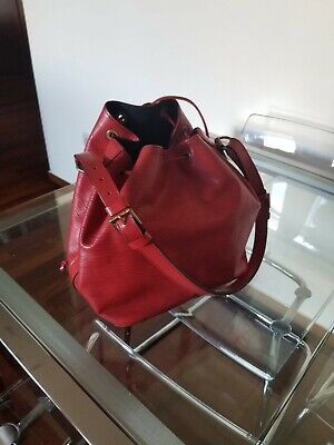 Authentic Louis Vuitton Noe Epi Bucket Shoulder Handbag with pochette