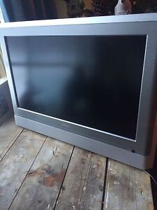28in Toshiba TV for wall Peterborough Peterborough Area image 1