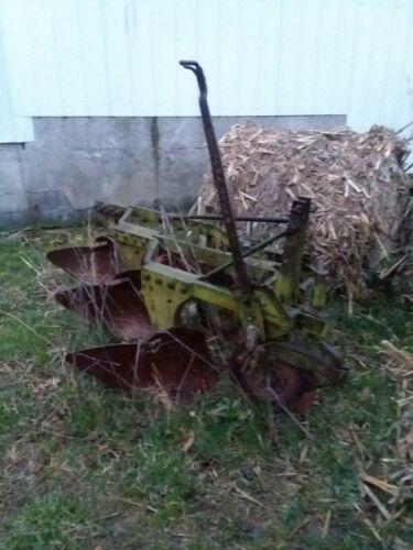 3 bottom Three point mounted moldboard plow John Deere Minnie Oliver farmall