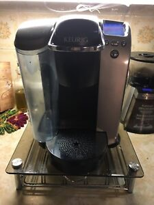 Keurig automatic coffee maker with k cup holder