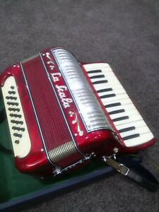 Piano Accordion La Scala 24 Bass, Quality Italian Childrens Model Pitt Town Hawkesbury Area Preview