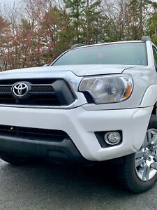 2014 Toyota Tacoma - Limited Edition Double Cab - White 4wd
