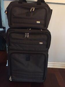 Grande valise sur roulettes