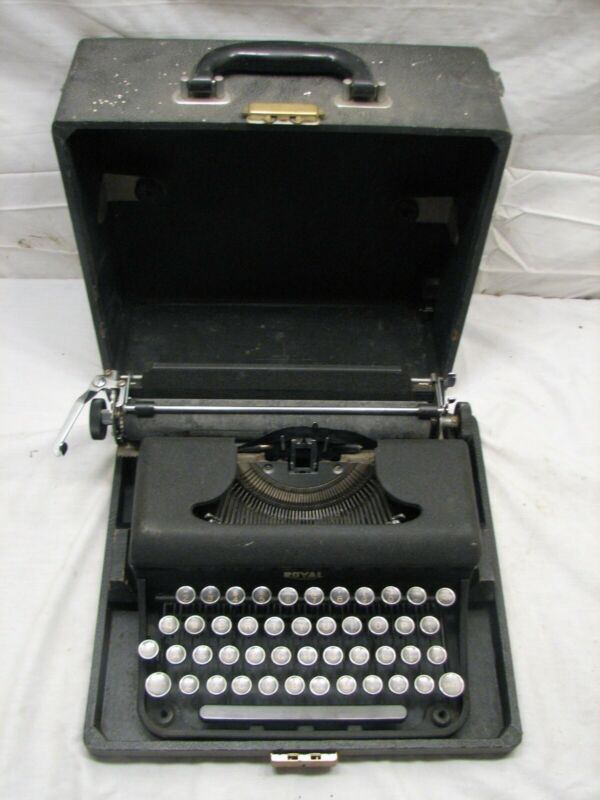 Antique 1939 UB Varsity Model Royal Portable Typewriter w/Case