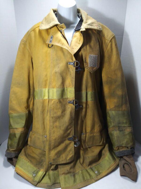 Globe firefighter Suit Vgt. Size 36 length 32