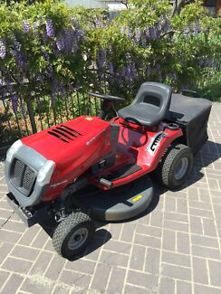 Murray Sentinel Ride on Mower with Catcher attachment & Mulcher Appin Wollondilly Area Preview