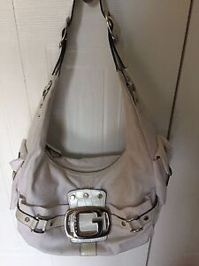 GUESS PURSE (white)