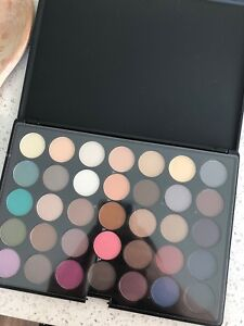 Never used gorgeous eye shadow palette / makeup