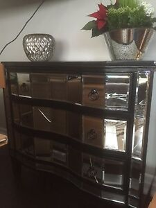 Mirrored Dresser or Entrance Piece Oakville / Halton Region Toronto (GTA) image 1