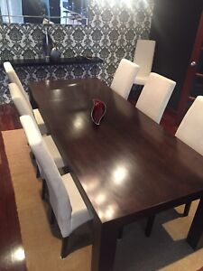Dining table with 8 quality chairs