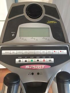 Spirit XE 320 Elliptical Cross Trainer