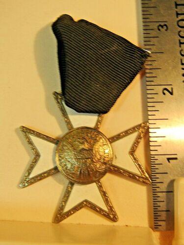 VINTAGE Masonic Knights Templar E Pluribus Unum Maltese Cross Medal White Enamel