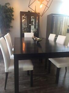8 chaises à dîner de marque Bermex sur mesure