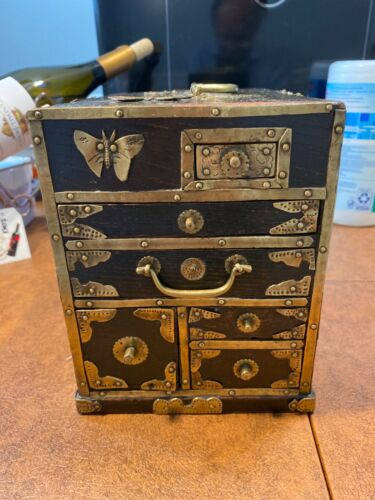 Vintage Oriental Lacquered Wood Make Up/Jewelry Box