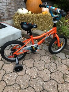Girls bike with stabilizers