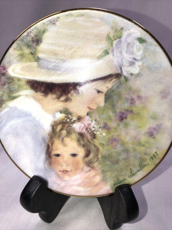 1997 Avon Mother's Day Plate Tender Moments Helene Leveiller Porcelain Gold Trim