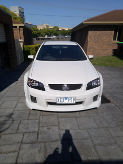 09 sv6 white low km Holden commodore in vgc